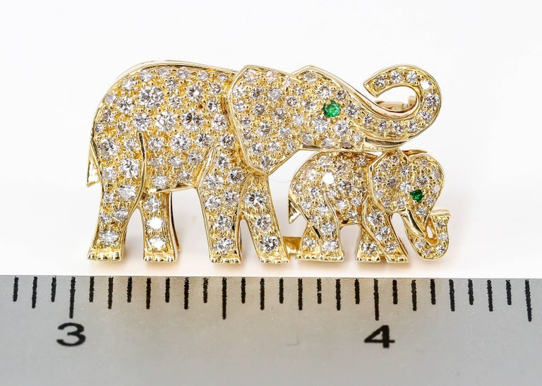 Cartier Diamond, Emerald and Yellow Gold Elephant Brooch For Sale 1