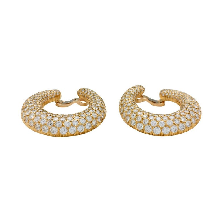 Round Cut Cartier Earrings, Yellow Gold Set with Diamonds For Sale