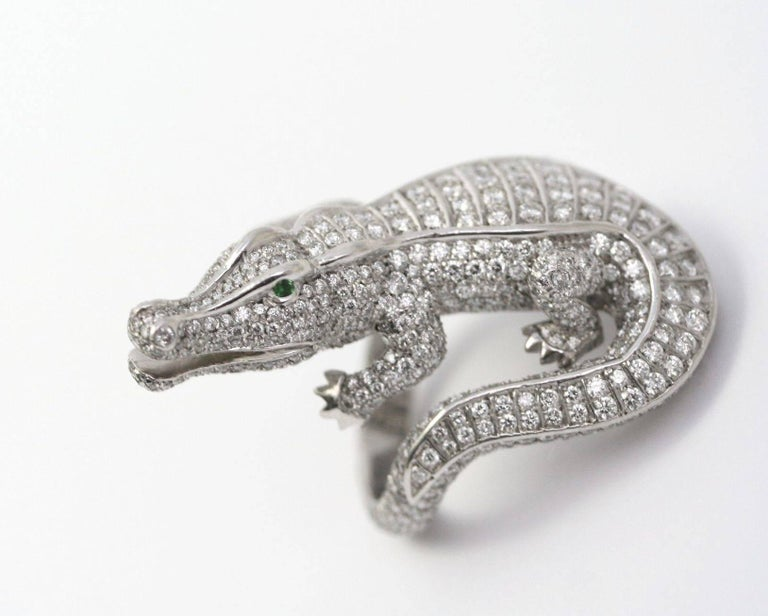 CARTIER Alligator Ring in platinum, round-cut diamonds (approximately 4,5 carats) and emerald eyes.  1980-1990. Signed and Numbered.  Ring size 53 (French size). 6,5 (US size) (39.15 grams) Comes with a Cartier document