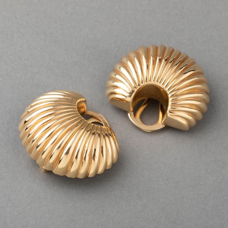 Beautiful pair of Cartier Clip Earrings.  The design is very chic.  Made in gold 14k.  (French mark for gold: the shell).  Made Circa 1980's  Clip system, it stands very well, the system is strong.  They have presence: 3*2.5 cm dimensions   Total