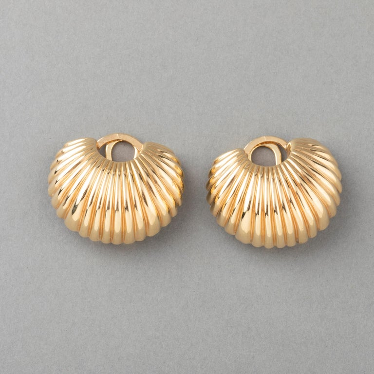 Cartier Gold Clip Earrings In Good Condition For Sale In Saint-Ouen, FR