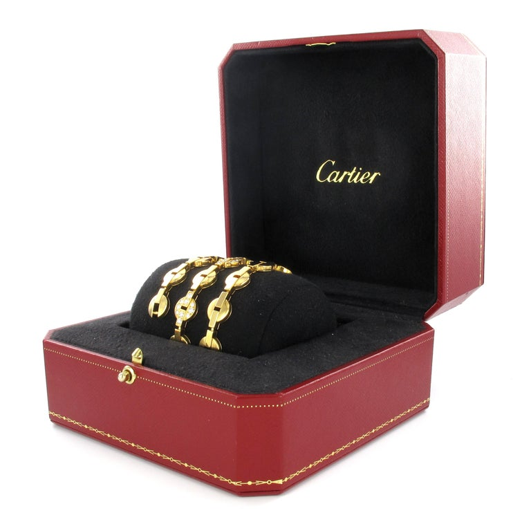 Fine Cartier necklace in yellow gold 750 from the Himalia Collection. The necklace is in excellent condition and comes with original box and original Cartier Certificate. 9 links are set with a total of 90 brilliant cut diamonds of 3.00 ct in