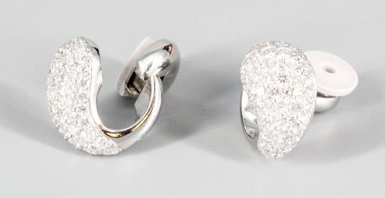 Elegant 18 white gold and diamond earrings from the
