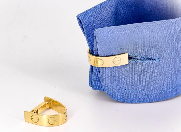 Fine pair of 18K yellow gold cufflinks from the