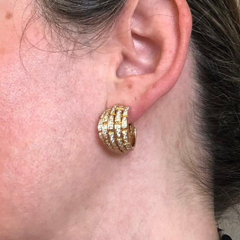 Cartier Maillon Panthère 18 Karat Yellow Gold and Diamond Earrings, 1999 For Sale 1