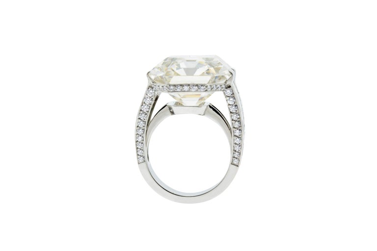 Modern Cartier Monture 30.03 Carat GIA Certified Emerald Cut Diamond Engagement Ring For Sale
