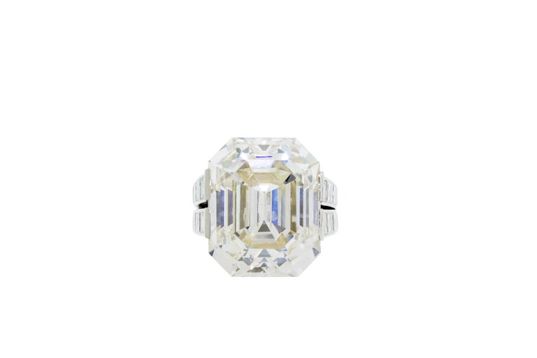 Women's Cartier Monture 30.03 Carat GIA Certified Emerald Cut Diamond Engagement Ring For Sale