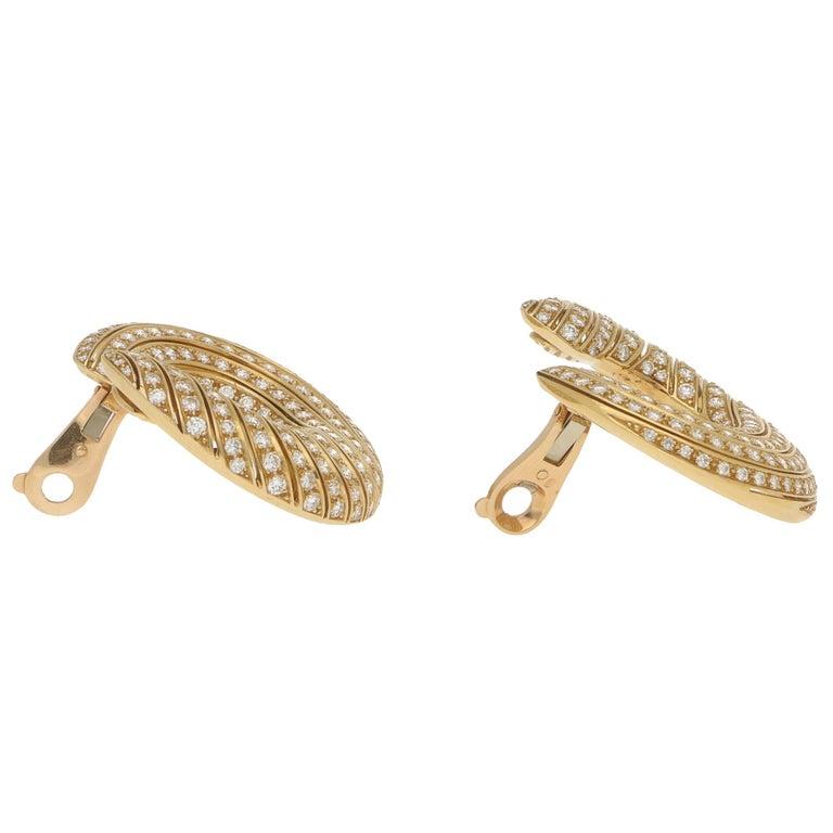 Cartier Neptune Diamond Hoop Clip-On Earrings in 18 Karat Yellow Gold In Good Condition For Sale In London, GB