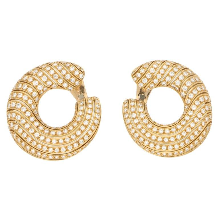 Cartier Neptune Diamond Hoop Clip-On Earrings in 18 Karat Yellow Gold For Sale