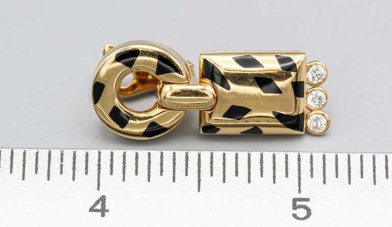 Cartier Panthere Diamond, 18 Karat Gold and Black Lacquer Pendant Earrings For Sale 2