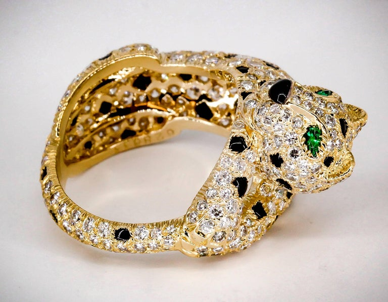 Cartier Panthere Rare Diamond Emerald, Onyx and Gold Ring In Excellent Condition For Sale In New York, NY