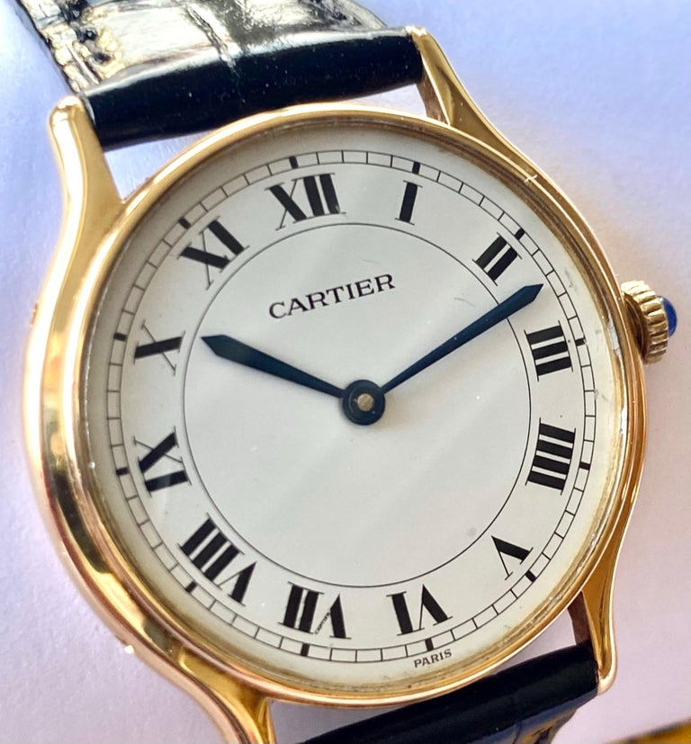 One (1) 18K. Yellow Gold Watch with a black Kroko leather strap Barnd: Cartier  Model: Ronde mechanical   model nr: 10713     Watch nr 63 ! Sice:  30 mm   Thick:  6 mm   mineral glas. Original strap of Cartier, Color: Black  Doublé Buccle (original
