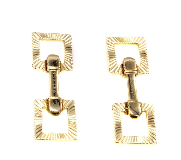 Cartier Paris Retro 18 Karat yellow gold cufflinks signed Cartier, numbered, with French hallmarks and makers marks. Masterfully hand-crafted with a machine-age design of grooved ribs give these cufflinks a beautiful play of light and shadow when