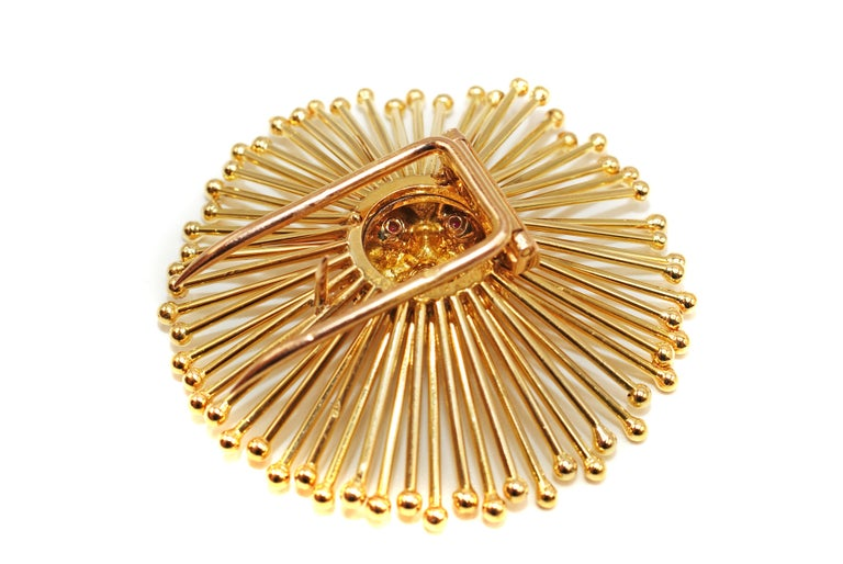 Cartier Paris Retro Ruby 18 Karat Gold Starburst Brooch In Excellent Condition In New York, NY