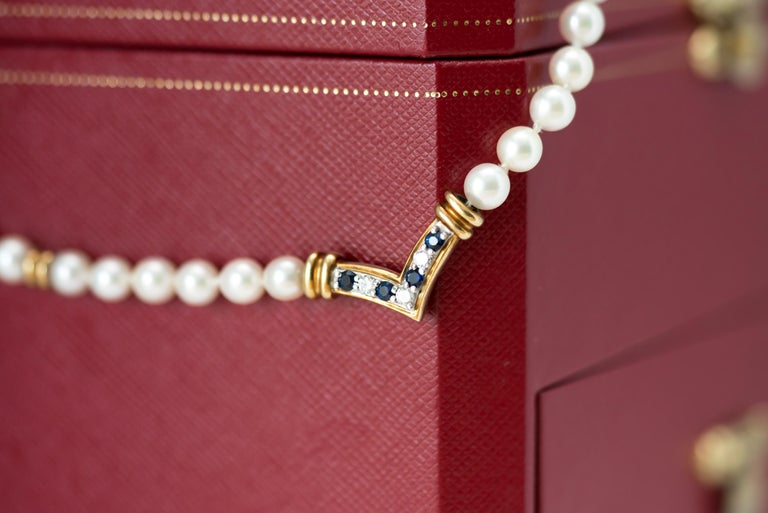 Cartier Pearl Necklace with Sapphires, Diamonds and 18 Karat Yellow Gold For Sale 1