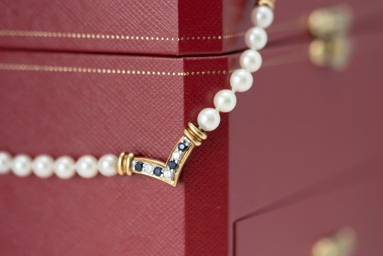 Cartier Pearl Necklace with Sapphires, Diamonds and 18 Karat Yellow Gold For Sale 2