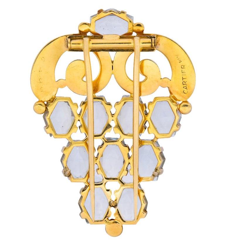 Women's or Men's Cartier Retro Aquamarine 14 Karat Gold Clip Brooch For Sale