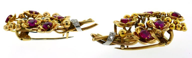 Cartier Ruby Diamond Gold Double Clip Pin Brooch, Retro 1940s Floral In Good Condition For Sale In Beverly Hills, CA