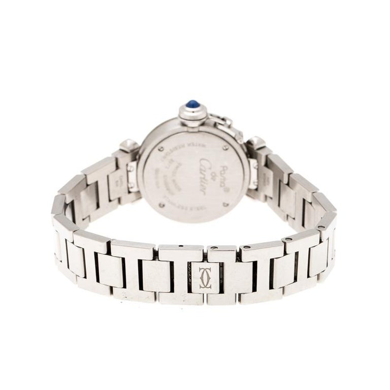 Dazzle the eyes that fall on you when you flaunt this Pasha de Cartier timepiece on your wrist. Swiss made and crafted from stainless steel, this watch features Arabic numerals on a silver dial with a smooth bezel. It follows a quartz movement and