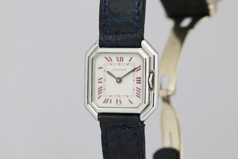 This is the small 25x25 version of the Cartier Ceinture equipped with a manual wind movement. The platinum case with its octagonal shape has an unusual, for the time, protected crown or