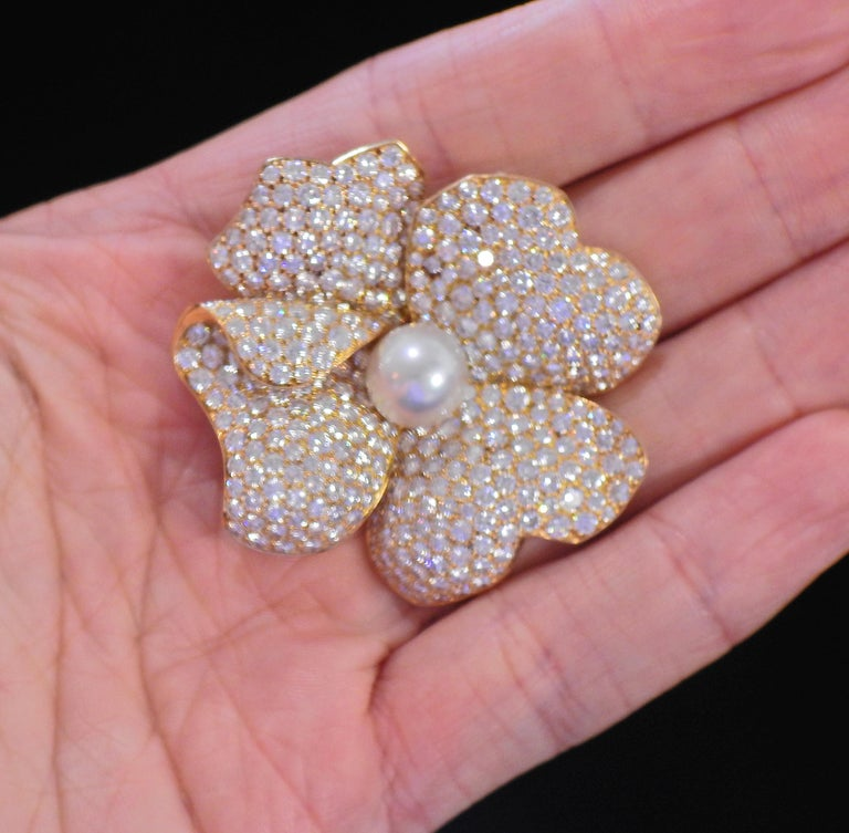 Cartier South Sea Pearl 15 Carat Diamond Gold Flower Brooch In Excellent Condition For Sale In New York, NY