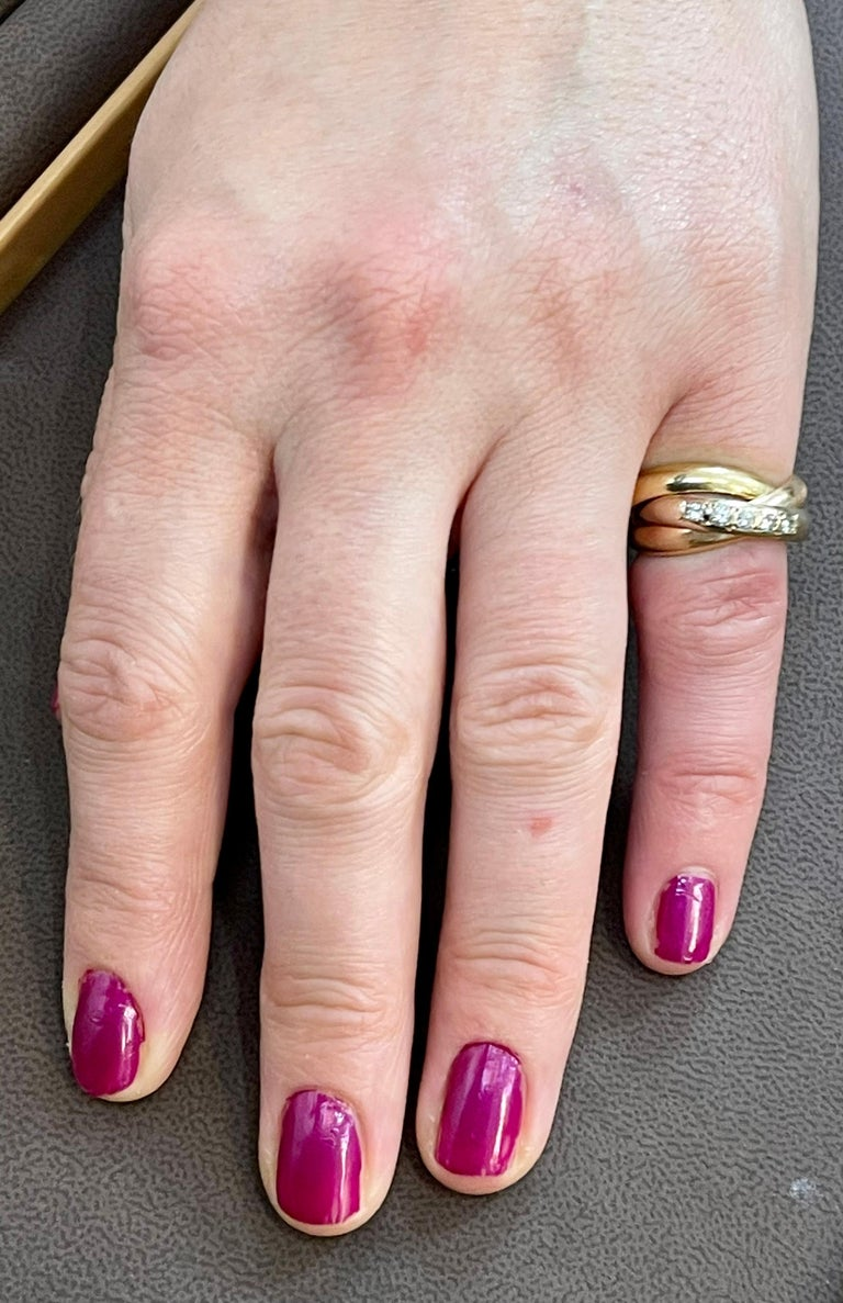 Cartier  Trinity, Tri Color Gold and 5 Diamond Ring 18 Karat Yellow Gold For Sale 1