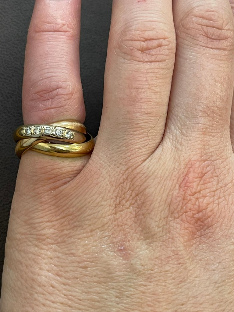 Cartier  Trinity, Tri Color Gold and 5 Diamond Ring 18 Karat Yellow Gold For Sale 2
