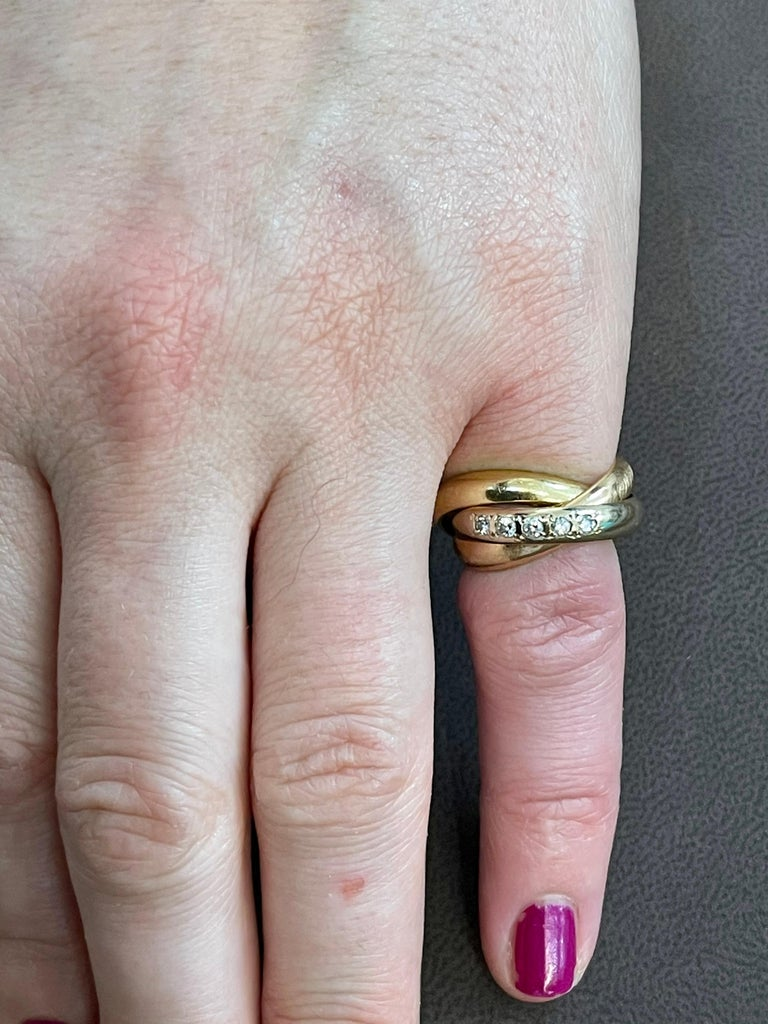 Cartier  Trinity, Tri Color Gold and 5 Diamond Ring 18 Karat Yellow Gold For Sale 3