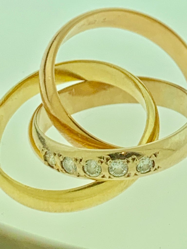 Round Cut Cartier  Trinity, Tri Color Gold and 5 Diamond Ring 18 Karat Yellow Gold For Sale