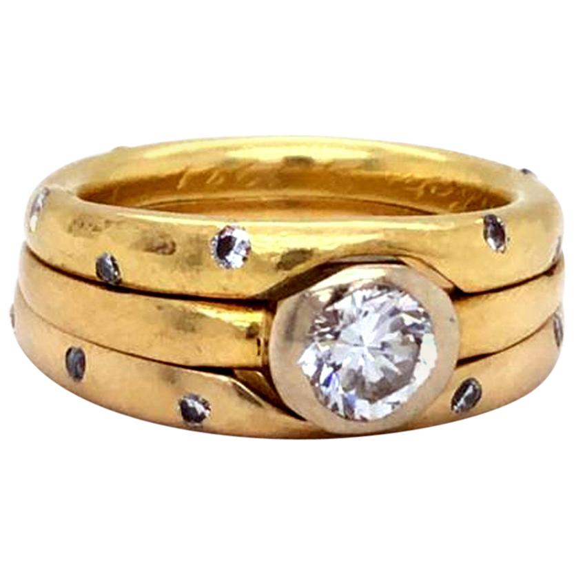 Trinity 18 Karat Yellow Gold 0.80 Carat Center Stone Diamond Band Ring G/H VS1
