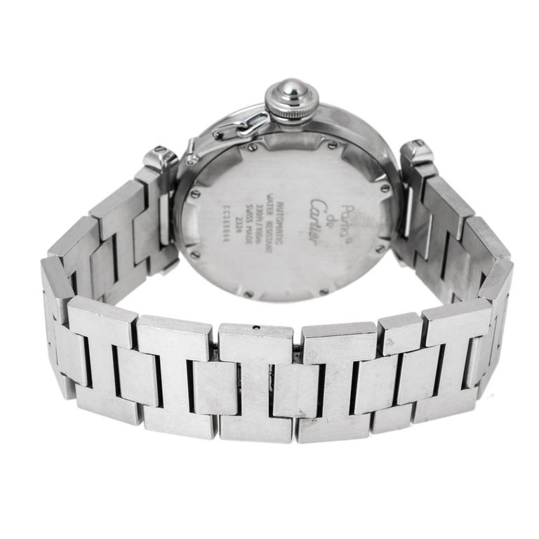 Dazzle the eyes that fall on you when you flaunt this Pasha de Cartier timepiece on your wrist. Swiss made and crafted from stainless steel, this watch features grid patterns on the white dial and the case has a smooth bezel. The automatic watch for