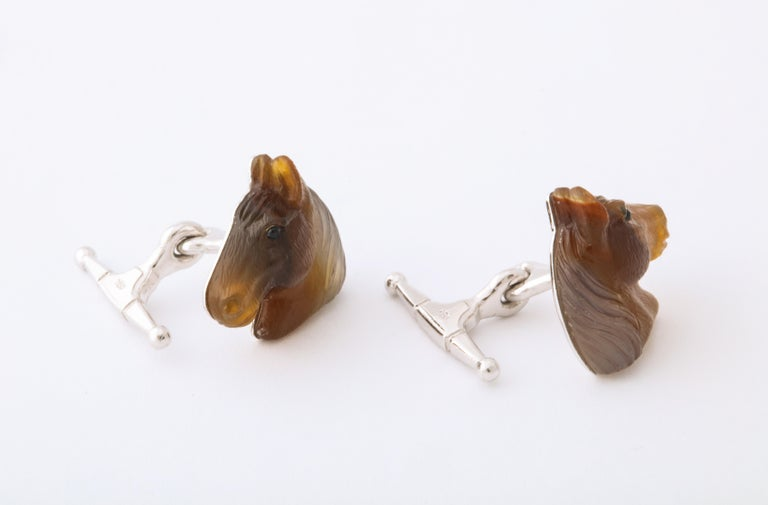 Carved Agate and Gold Horse Cufflinks In New Condition For Sale In Bal Harbour, FL