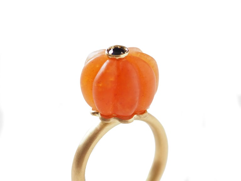 Carved Carnelian  Gold Tourmaline Blu Sapphire Ring For Sale 3