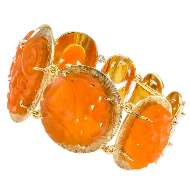 Carved Carnelian Yellow Gold Link Bracelet In Good Condition For Sale In Los Angeles, CA