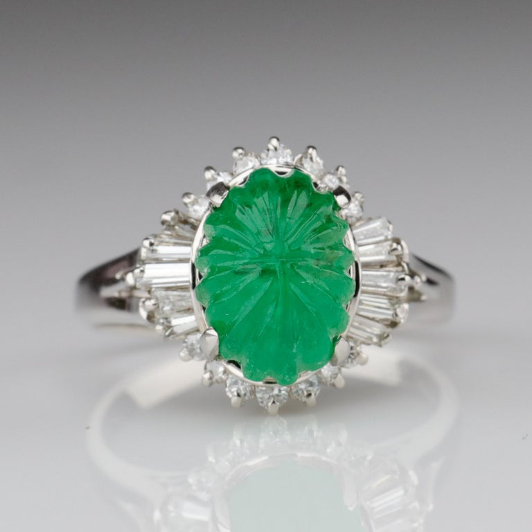 Emerald Ring with Diamonds in Platinum In Excellent Condition In Southbury, CT