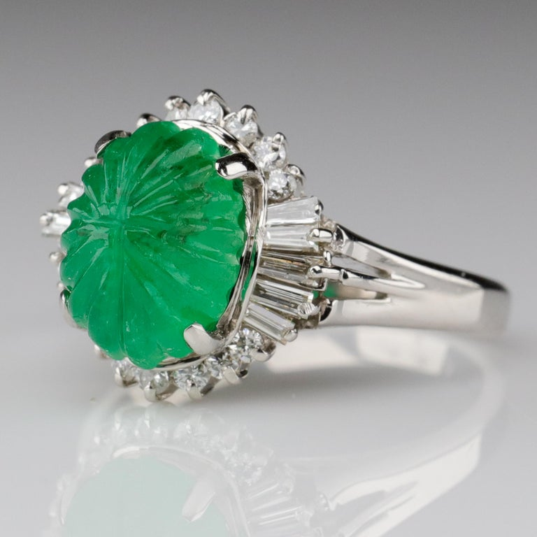 Women's Emerald Ring with Diamonds in Platinum