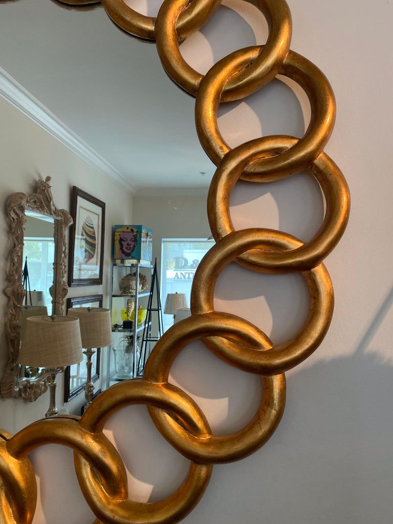Carved and Gilded Large Round Mirror by Harrison & Gil In Good Condition For Sale In West Palm Beach, FL