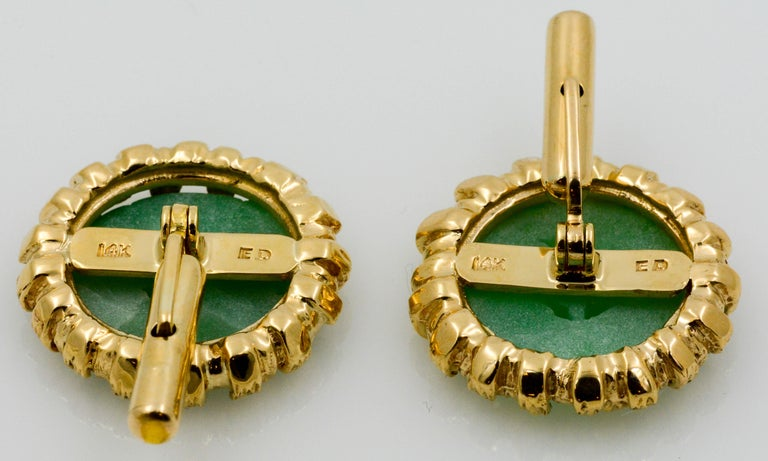 Carved Jade Disc Cuff Links In Good Condition For Sale In Dallas, TX