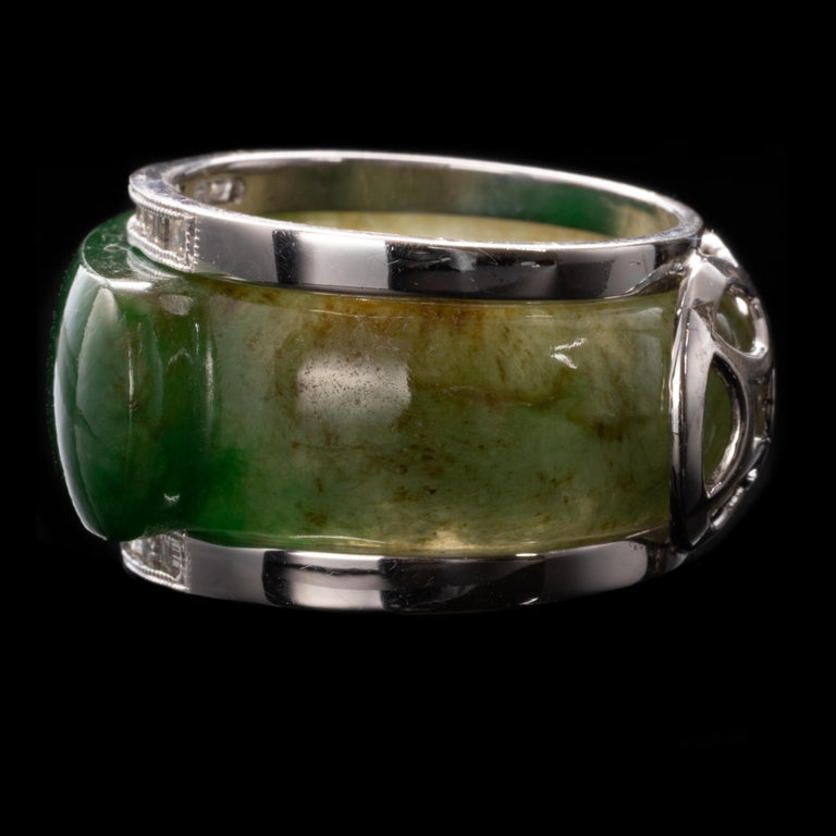 Carved Jade Saddle Ring with Gold & Diamond Frame In Excellent Condition For Sale In Southbury, CT