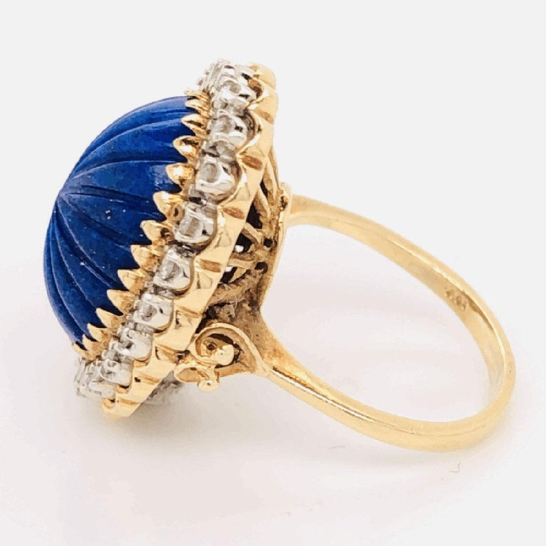 Carved Lapis Lazuli and Diamond Cocktail 18 Karat Gold Ring Estate Fine Jewelry In Excellent Condition For Sale In Montreal, QC