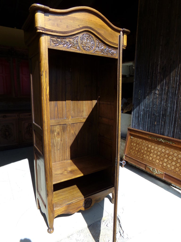 Carved Marriage Louis XV Provencal Style Bonnetiere/Armoire, circa 1850 For Sale 3