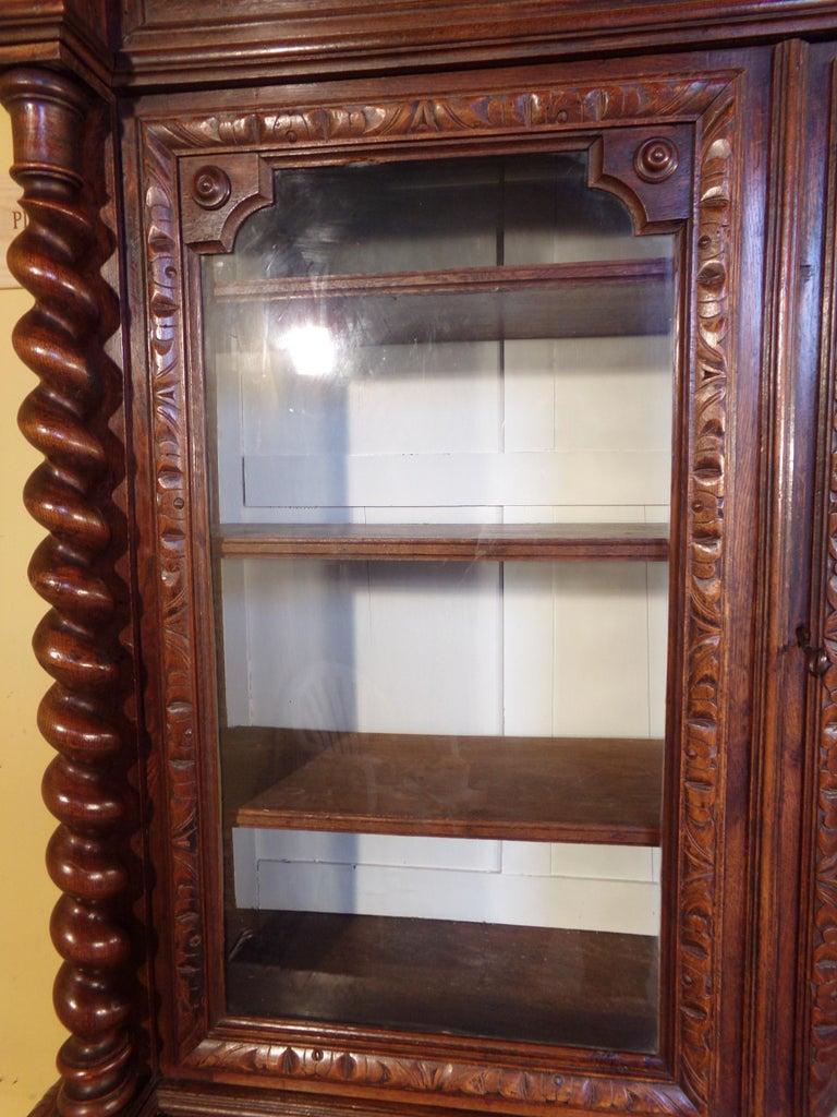Carved Oak Hunts Bookcase Gun Cupboard, circa 1880 For Sale 4