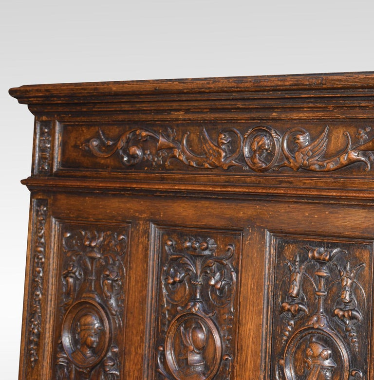 Carved Oak Settle in the 17th Century Style For Sale 3