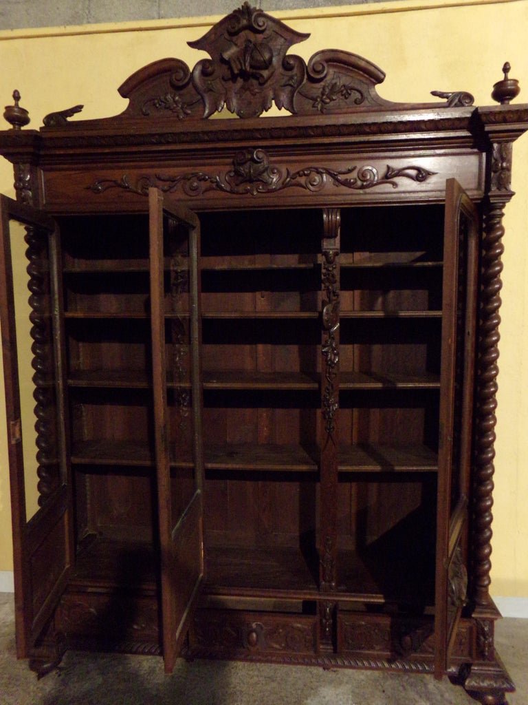 Carved Oak Three Door Bookcase circa 1870 Louis XIII Style For Sale 5