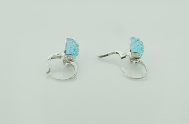 Carved Pineapple Blue Topaz and Diamond Earrings in 18 Karat What Gold In Excellent Condition For Sale In Wailea, HI