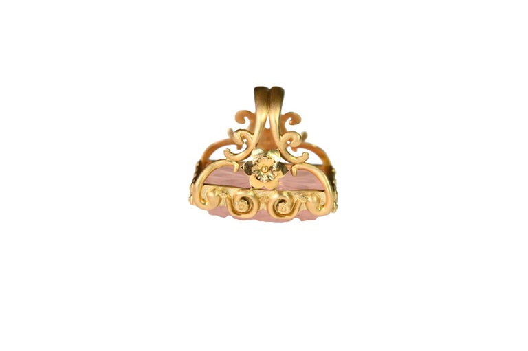 Carved Rose Quartz Stone 18 Karat Gold Cocktail Ring For Sale 4