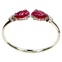 14.43 Carats Carved Ruby White Gold Bangle Bracelet