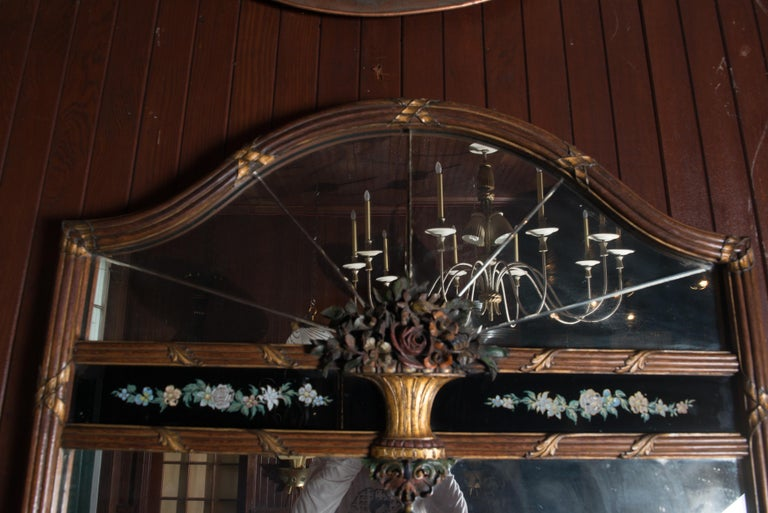 Carved Wood and Églomisé Mirror In Good Condition For Sale In Stamford, CT