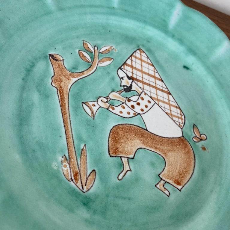 CAS Vietri Ceramic Plates with Figure Motif, Italy - a Pair In Good Condition For Sale In Raleigh, NC