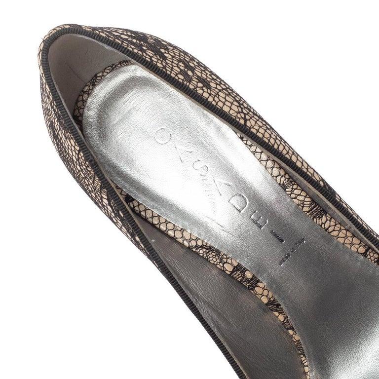 Casadei Beige/Black Lace And Satin Round Toe Platform Pumps Size 38 For Sale 2
